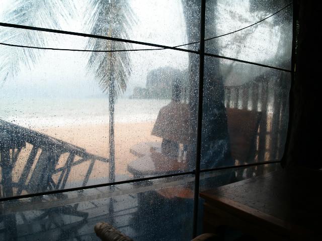 タイの風景 ライレイ・ビーチは雨ばかり_f0024992_2342968.jpg