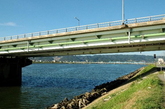 川のある風景_b0093754_23555581.jpg