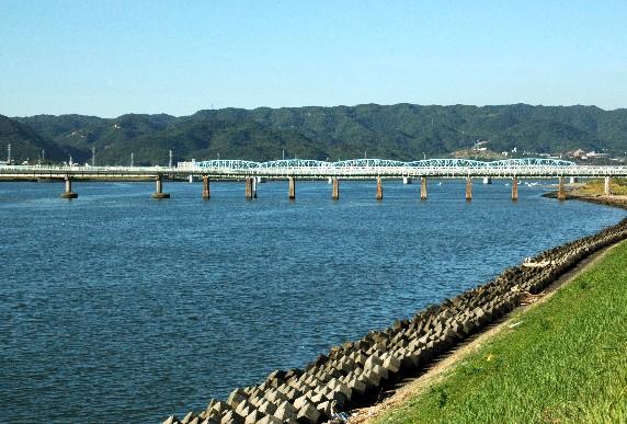 川のある風景_b0093754_23561111.jpg