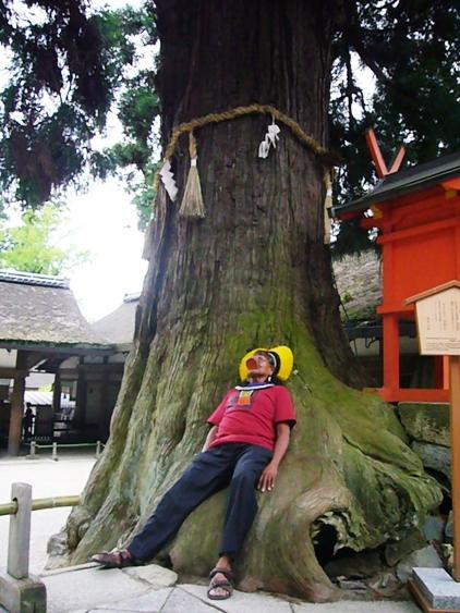 長老ラオー二、日本を行く  (3) 精霊が見えるか?_f0141559_3411543.jpg