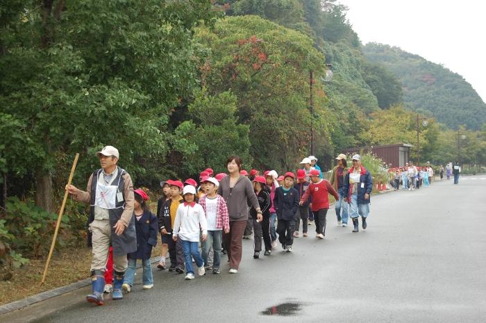 鳴滝第一・第二小学校2年生遠足サポート_c0108460_164040.jpg
