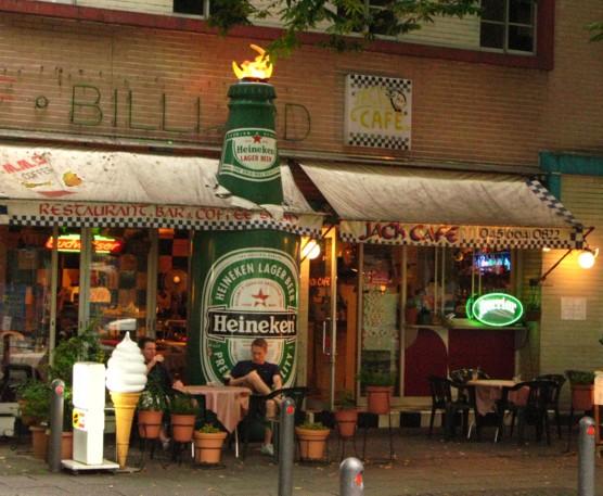 巨大なビール瓶_f0055131_15484343.jpg