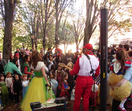 ケイティ姫のハロウィン・ライブに遭遇_b0007805_12183759.jpg