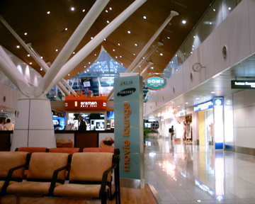 出来事  クアラルンプール国際空港_d0111714_21442598.jpg