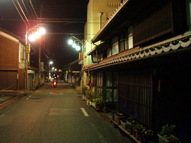 夜の彦根城下町_c0010936_1225691.jpg