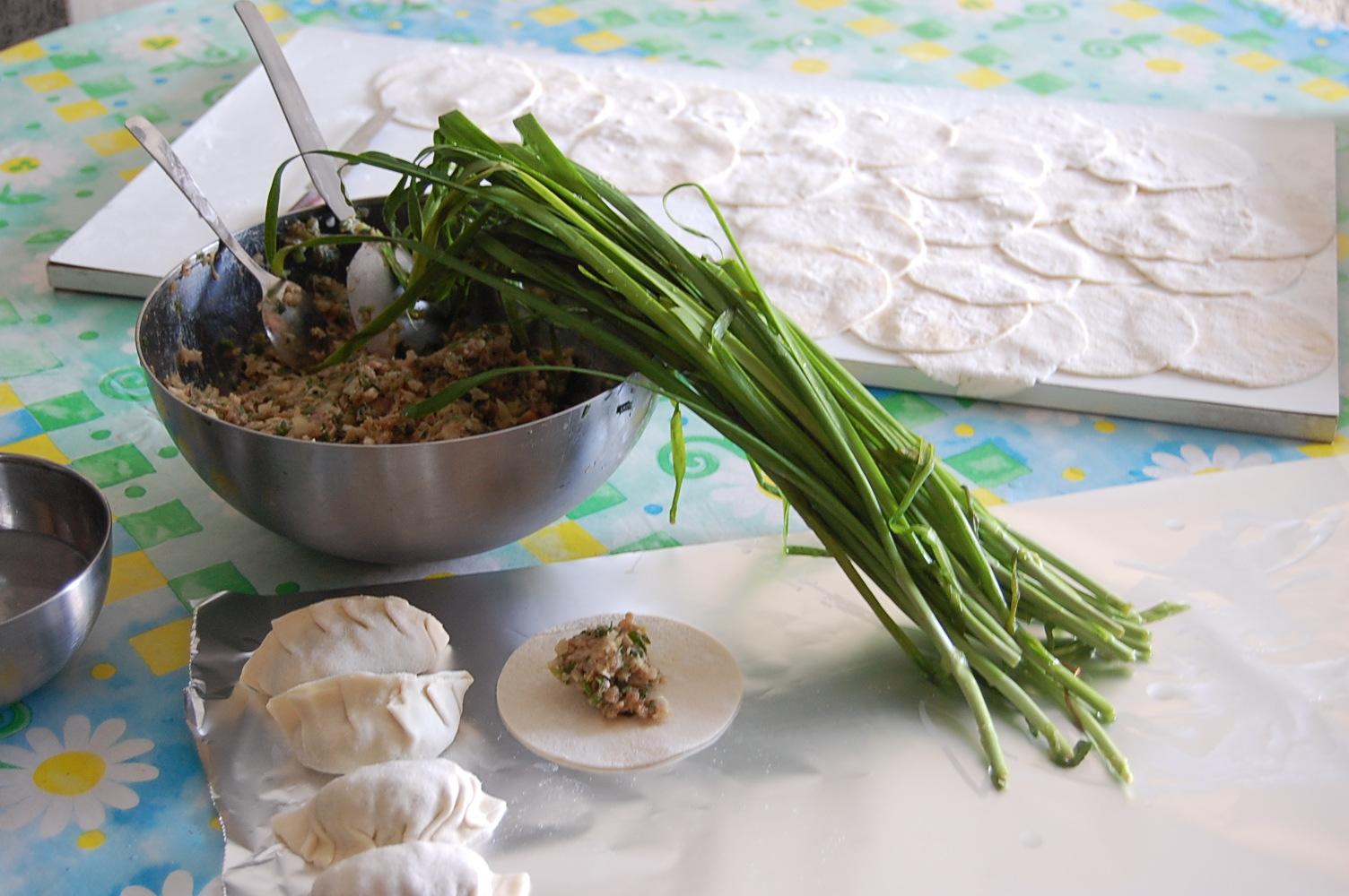 餃子に鍋  バゥ_d0084229_1827822.jpg