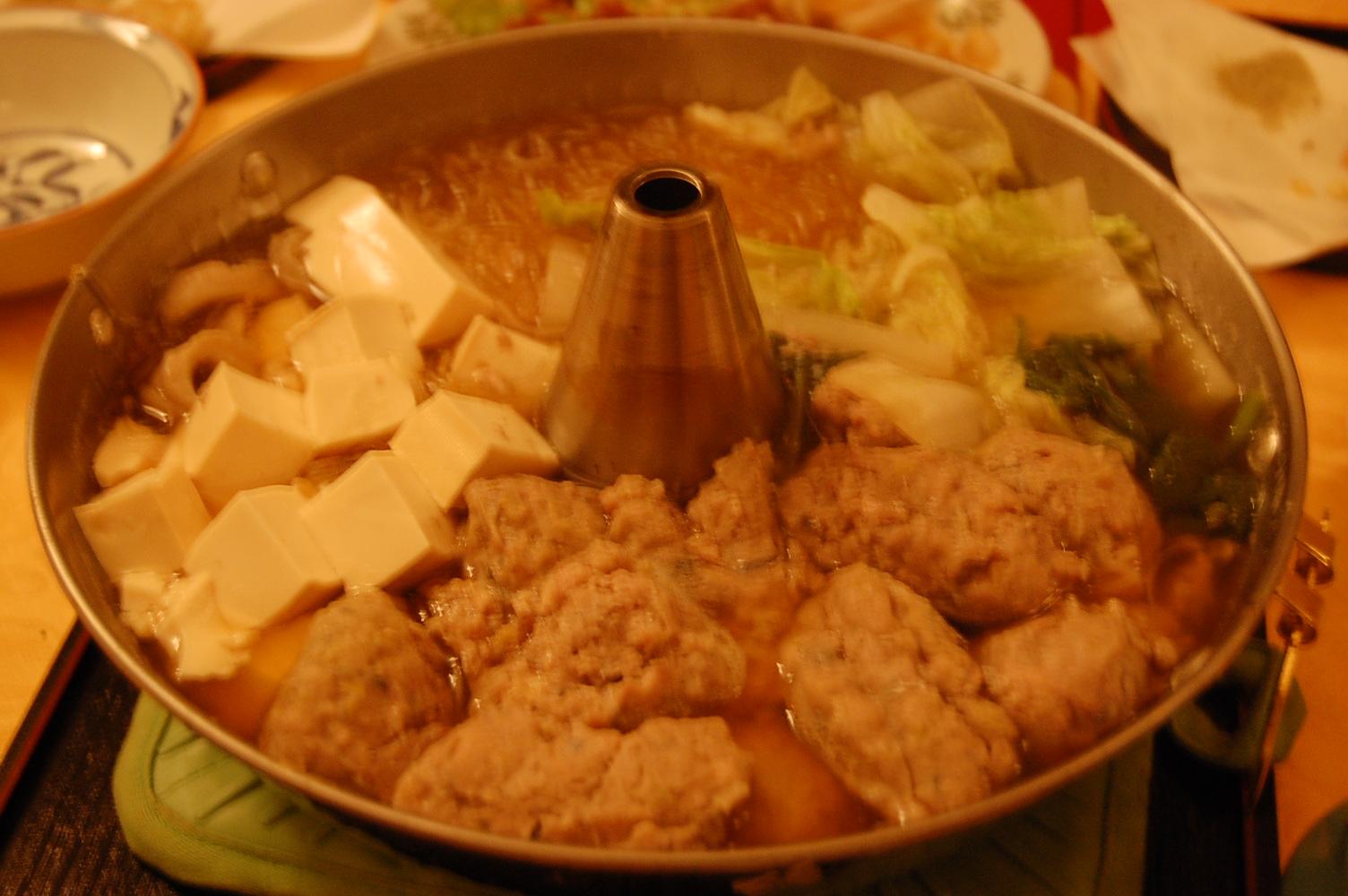 餃子に鍋  バゥ_d0084229_1829013.jpg