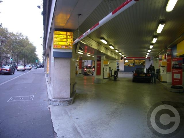 ■24時間営業のミニスーパー(パリ)_a0014299_22395925.jpg