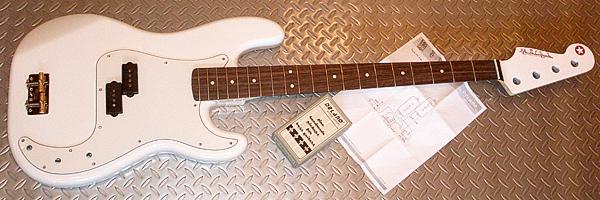 まっ白い「Punksision Bass」の塗装が完了!_e0053731_19514038.jpg