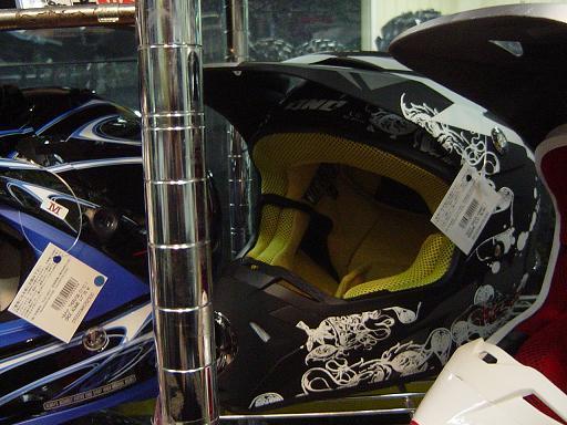 はい、きましたよ、ヘルメットが。で、被ッテミマシタ。_f0062361_19551797.jpg