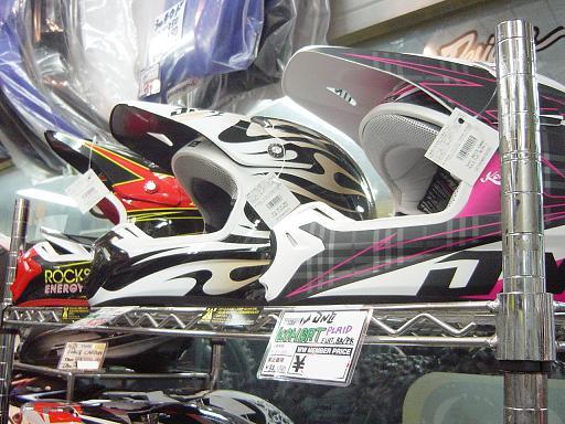 はい、きましたよ、ヘルメットが。で、被ッテミマシタ。_f0062361_19553442.jpg