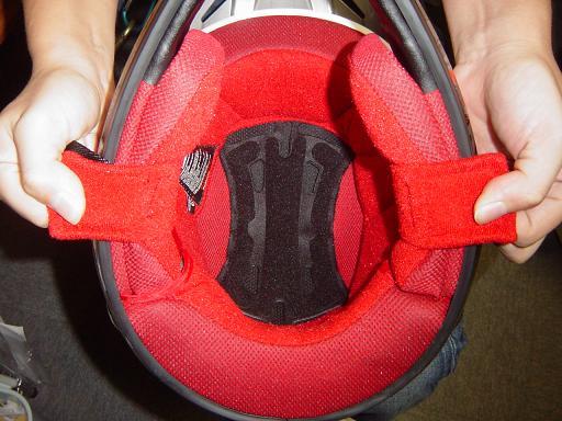 はい、きましたよ、ヘルメットが。で、被ッテミマシタ。_f0062361_19571230.jpg