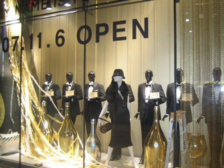 報告が遅くなりましたが、INTINI一号店オープンしました!_b0115615_14565226.jpg