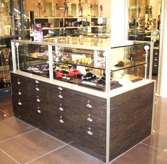 報告が遅くなりましたが、INTINI一号店オープンしました!_b0115615_14595420.jpg