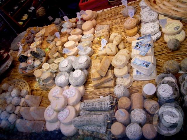 ■街角のチーズ(パリ)_a0014299_9575366.jpg