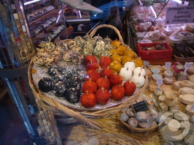 ■街角のチーズ(パリ)_a0014299_9581270.jpg