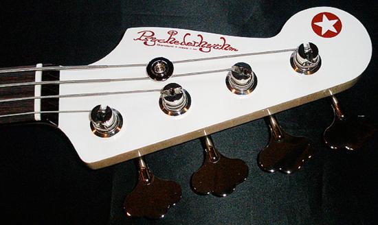 まっ白い「当店オリジナル Punksision Bass」が完成!_e0053731_20262696.jpg