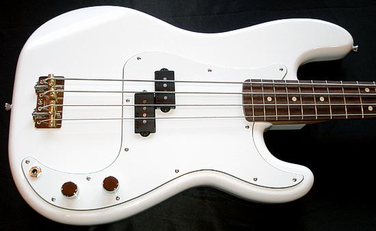 まっ白い「当店オリジナル Punksision Bass」が完成!_e0053731_20264129.jpg