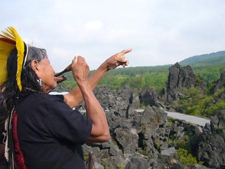 長老ラオー二、日本を行く  (6) 動かぬ山のように_f0141559_355132.jpg