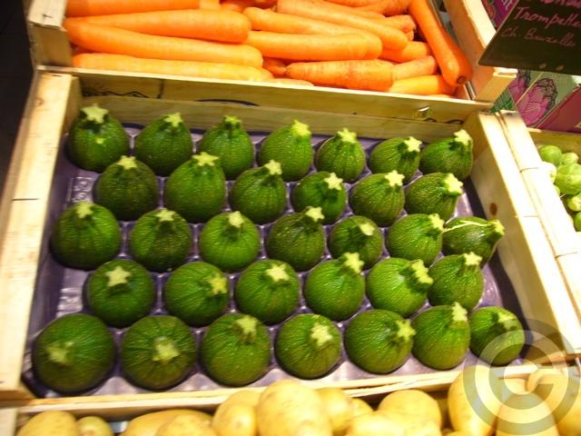 ■街角の野菜(パリ)_a0014299_9185419.jpg
