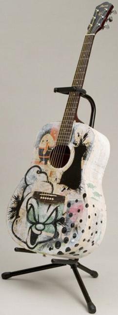 絵になるギターだね。_a0077842_21351551.jpg