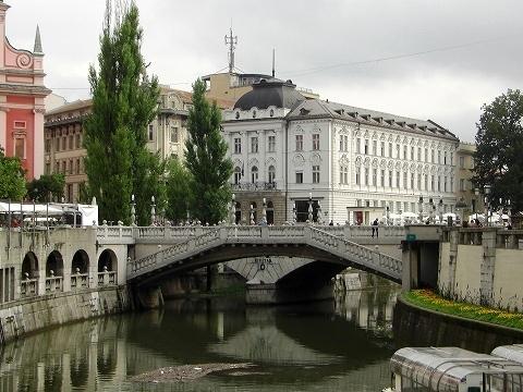 2日目(8/23):スロヴェニア 首都「リュブリャーナ」(1)_a0039199_2124388.jpg