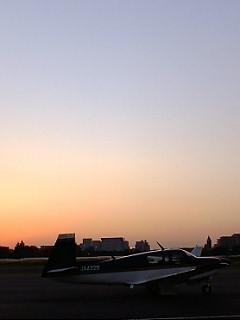 近所の飛行場での一時♪_b0032617_1743878.jpg