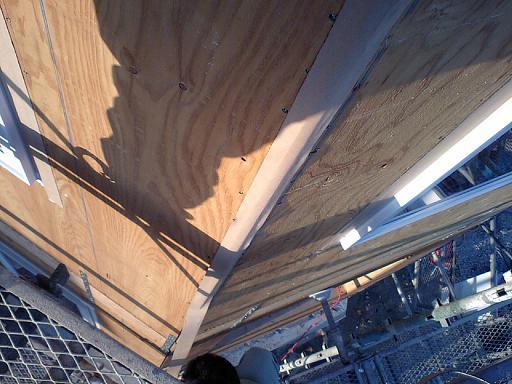 屋根工事と外壁の隙間_c0108065_2005379.jpg