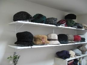 棚が帽子で埋まりました~(^^)v_d0034659_170264.jpg
