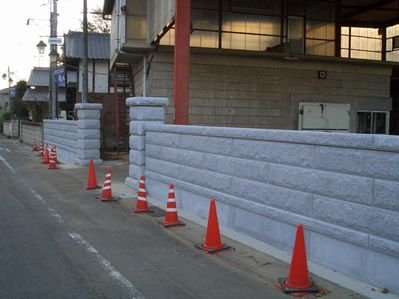 塀工事2_a0059217_1717383.jpg
