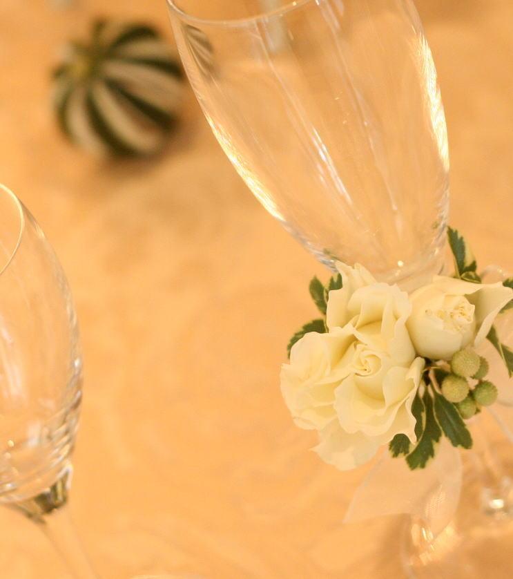 ホテル様への装花 白バラとグリーンネックレス_a0042928_18135340.jpg