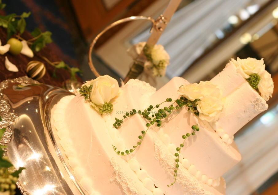 ホテル様への装花 白バラとグリーンネックレス_a0042928_1814356.jpg