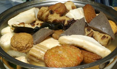 おでん鍋とモルドバのピノ_c0136330_1840920.jpg