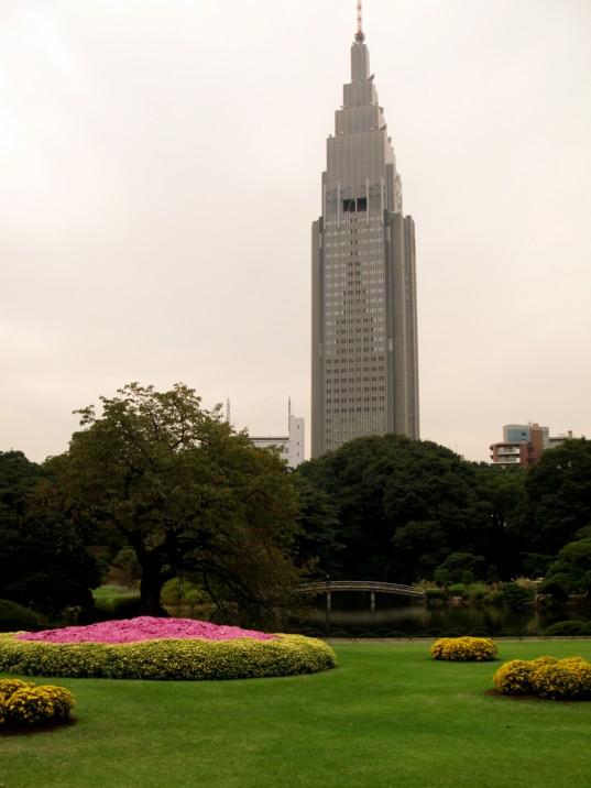 庭園の巨大オブジェ_f0055131_818289.jpg