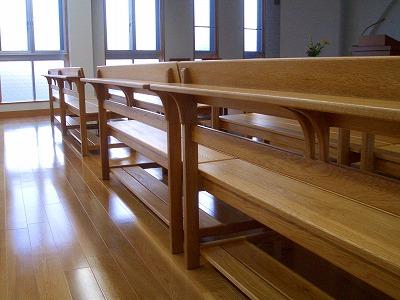 教会の椅子_c0087349_21111667.jpg