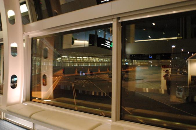夜の羽田空港_f0054539_23575084.jpg