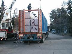 輸入資材の搬入~土台敷き込み_d0059949_17381132.jpg