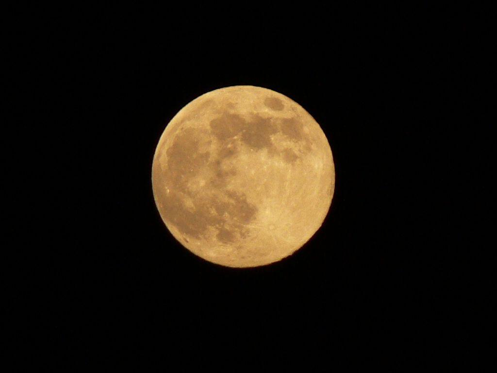 満月を撮影して思うことは。_c0059854_1083321.jpg