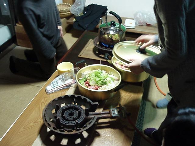 鍋を囲んでなんとなしにしゃべる_c0010936_124467.jpg