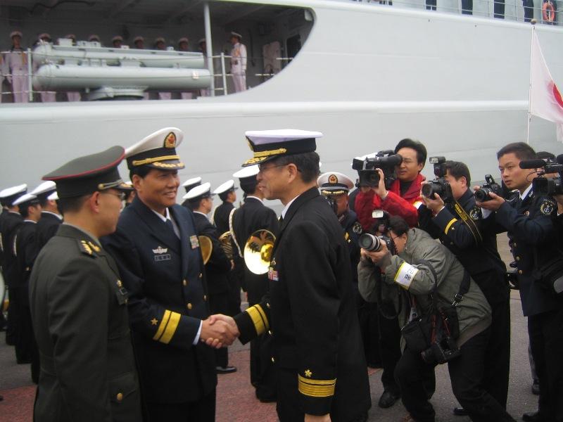 中国海軍の初訪日 東京晴海埠頭の写真 張景子撮影_d0027795_2154315.jpg