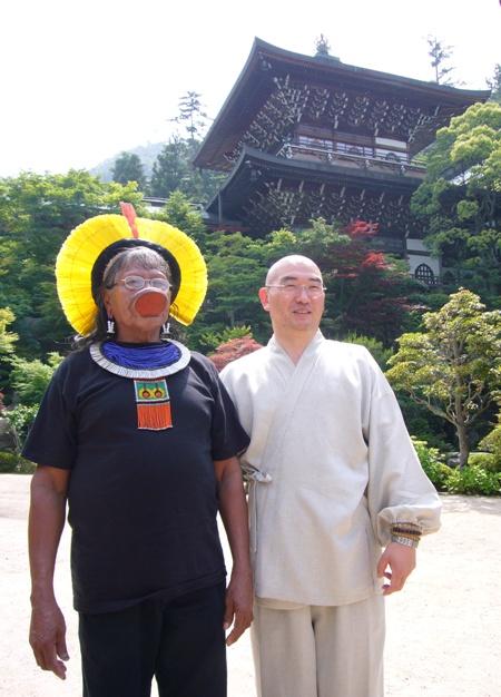 長老ラオー二、日本を行く  (7) 安芸の宮島へ_f0141559_1583624.jpg