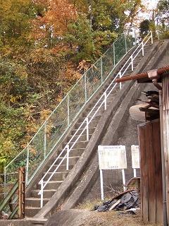 船越峠を歩く 懐かしい看板と階段_b0095061_13562342.jpg