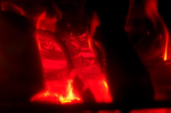 薪の灯りがとてもきれいね‥_f0016215_17543255.jpg