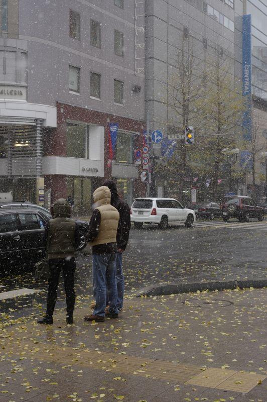 初雪の街角_f0042194_18182053.jpg