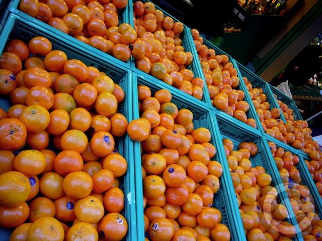 ■街角の果物たち(パリ)_a0014299_22565781.jpg