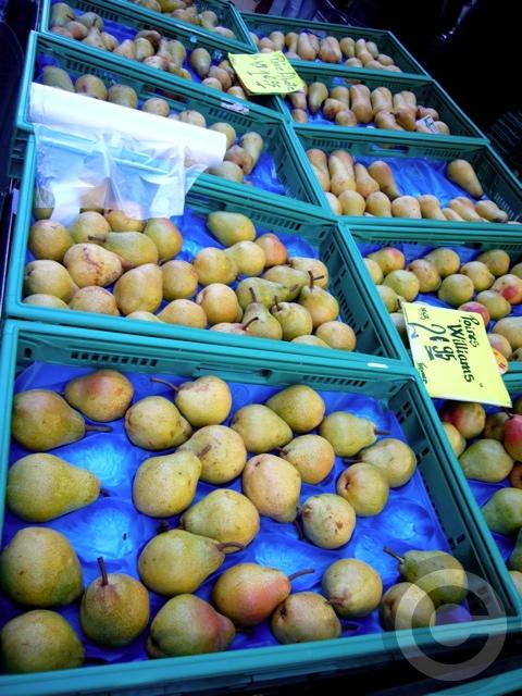 ■街角の果物たち(パリ)_a0014299_22572264.jpg