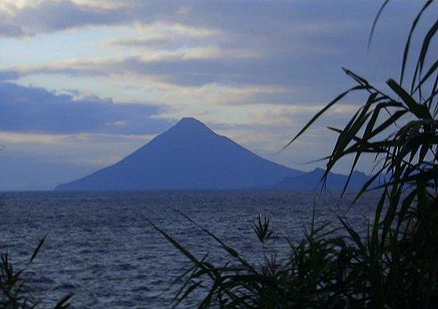 対岸の開聞岳_d0030373_22451143.jpg