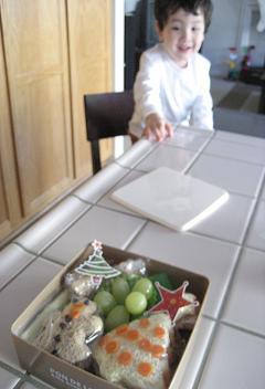 クリスマスバージョンのお弁当もって。_c0119197_10401616.jpg