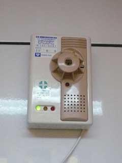 ガス警報機「ぴこぴこ」はお◯らで作動するか_b0054727_2425325.jpg
