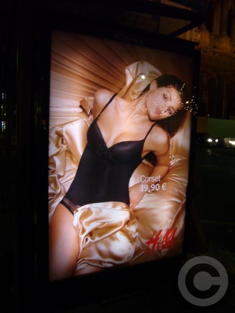 ■街角の広告(パリ)_a0008105_8522875.jpg